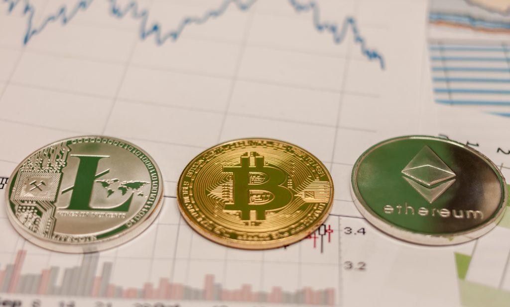 Bitcoin <bold>vs</bold> <bold>Ethereum</bold> <bold>vs</bold> <bold>Litecoin</bold> - Money Cowboy