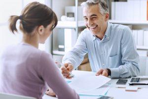 För- och nackdelar med att ta lån genom arbetsgivaren